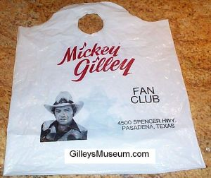 Gilley's shopping bag with curved top & Mickey in hat - Fan Club side.